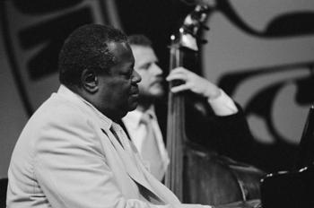 oscar-peterson-at-the-north-sea-jazz-festival-1981-wim-vanzon.jpg